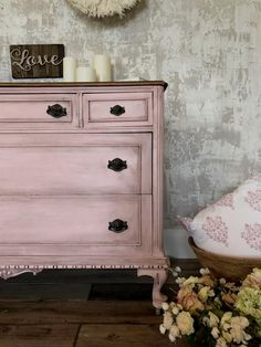 Updating An Outdated Dresser is part of furniture Muebles Design - Learn the step by step for updating an outdated dresser with furniture paint Fusion Mineral Paint lets you makeover a painted piece easily with minimal prep Painted Bedroom Furniture, Distressed Furniture, Refurbished Furniture, Repurposed Furniture, Shabby Chic Furniture, Rustic Furniture, Furniture Makeover, Vintage Furniture, Cool Furniture