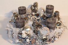 "Adventskranz ""Engel"" Christmas Advent Wreath, Christmas Mood, Christmas Countdown, White Christmas, Merry Christmas, Christmas Decorations, Artificial Flower Arrangements, Artificial Flowers, Xmas Crafts"