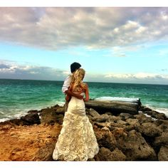 Oahu Hawaii beach wedding pictures #wedding #beachwedding #weddingdress