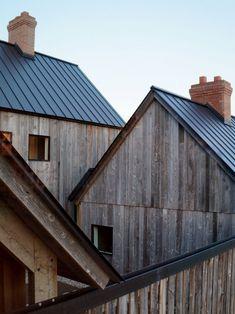 Townships Farmhouse, ferme moderne in North Hatley bei Canada von LAMAS - Journal . Architecture Renovation, Wood Architecture, Residential Architecture, Contemporary Barn, Modern Barn, Timber Cladding, Exterior Cladding, Stone Cladding, Facade Design