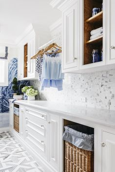 As seen in House Beautiful Magazine, designer Dina Bandman fashioned this stunning laundry room, pairing our wave-like Sinuous marble mosaic with Gournay's hand-painted 'A Thousand Li of Rivers and Mountains' wallpaper for an overall calming rippling water effect.