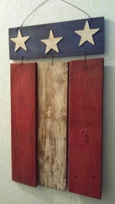 Wood Pallet Projects Rustic Wood Patriotic Flag Sign from repurposed materials (Barn Wood, Fence, Pallet). Arte Pallet, Pallet Flag, Pallet Art, Diy Pallet Projects, Craft Projects, Pallet Wood, Wood Flag, Pallet Projects Christmas, Pallet Ideas Easy