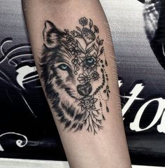 New Ideas Tattoo Arm Sleeve Feather Baby Tattoos, Body Art Tattoos, Girl Tattoos, Sleeve Tattoos, Tatoos, Trendy Tattoos, Small Tattoos, Tattoos For Women, Wolf Tattoo Design