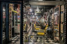 Peluquería Moderna Bogotá | El Taller Del Pelo Times Square, Travel, Mirrors, Atelier, Hair, Trendy Tree, Art, Viajes, Trips