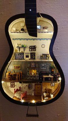 Miniature Rooms, Miniature Houses, Guitar Tutorial, Disney Princess Drawings, Guitar Art, Modern Dollhouse, Mini Things, Conceptual Art, Dollhouses