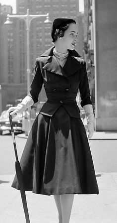 Early 1950s daywear perfection. (Image by Nina Leen, 1951.) #vintage #1950s #fashion