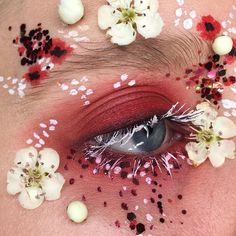 Eye Makeup Tips.Smokey Eye Makeup Tips - For a Catchy and Impressive Look Makeup Fx, Artist Makeup, Makeup Goals, Makeup Inspo, Makeup Inspiration, Makeup Is Art, Red Makeup, Makeup Trends, Maquillaje Halloween