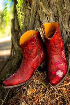 Stunning Red Pansy cowgirl booties from Old Gringo's NEW Spring line! We want these!