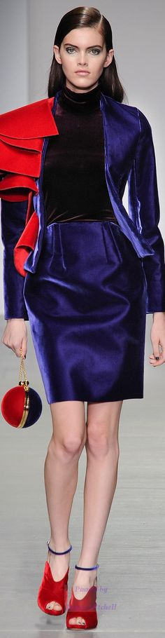 Emilio de la Morena Fall 2014 Ready-to-Wear, and red velvet shoes! Blue Fashion, Fashion Brand, Runway Fashion, Fashion Show, Classic Fashion, Womens Fashion, Winter Typ, Costume, Models