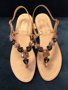 Via Capri, 34 is a luxury line of custom handmade sandals from Capri. Via Capri, 34 is located in Palm Beach on Worth Avenue. Shoes 2014, 2014 Trends, Different Styles, Capri, Sparkle, Footwear, Pasta, Sandals, Handmade