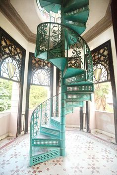 Pretty teal spiral staircase with scroll balusters-Cienfuegos, Cuba. Cuban Decor, Cuban Architecture, Estilo Colonial, Stairway To Heaven, Staircase Design, Iron Staircase, Bungalows, Floor Design, Home Decor Inspiration