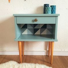 Nice vintage bedside with Scandinavian lines, straight out of the We love its cubic form, its high tapered legs, and its beautiful storage Funky Furniture, Refurbished Furniture, Upcycled Furniture, Furniture Makeover, Vintage Furniture, Painted Furniture, Home Furniture, Diy Table Legs, Diy Nightstand