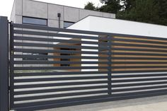 Idea for gate look Fence Gate Design, Front Gate Design, Steel Gate Design, House Gate Design, Bungalow House Design, House Front Design, Entrance Design, Metal Driveway Gates, Modern Driveway
