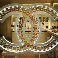 "CHANEL NO.5, ""Window Display of Dreams"", pinned by Ton van der Veer"