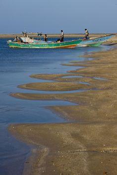Yemeni Fishermen in Godoria   Djibouti (by Eric Lafforgue)