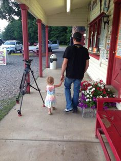 Ice cream with Uncle Martin.  (Taken by Aunt Sherry Pollex) Just like last year except this time it's w/Ashlyn Newman instead of Brooklyn.  Let's hope B got some too. 07/12/14 pic.twitter.com/Oq3zNVw12b