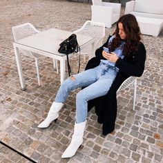 Ideas cowboy boats outfit winter fashionista trends for 2019 White Cowgirl Boots, Cowboy Boot Outfits, Cowgirl Style Outfits, Winter Boots Outfits, White Boots, Outfit Winter, Autumn Outfits, Girly Outfits, Pretty Outfits