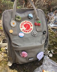You are my sunshine ✺ Mochila Kanken, Kanken Backpack, Aesthetic Backpack, Cute Backpacks, Estilo Retro, Pin And Patches, Cute Bags, Looks Style, Mode Style