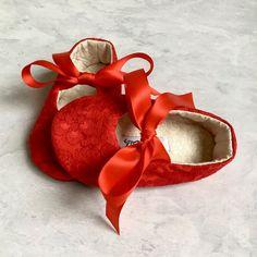 Zapatos de encaje rojo bebé niño niña zapatos por allthingsforbaby