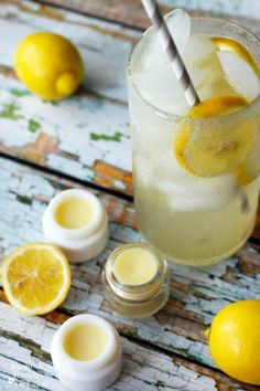 Warm days and soaring temperatures always put me in the mood for lemonade. For a little end of the year gift for my sons' teachers I whipped up a small batch of DIY Lemonade lip balm. Homemade Scrub, Homemade Lip Balm, Diy Lip Balm, Homemade Skin Care, Diy Skin Care, Homemade Beauty, Diy Beauty, Beauty Skin, Homemade Deodorant