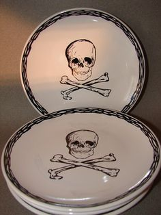 Skull plates, i have nesting bowls and 1 cup to match this, i want the set!
