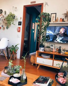 9 Checklist for Decorating Your Apartment. Dream Apartment, Apartment Living, Decorating Your Home, Interior Decorating, Interior Design, Christina Hendricks, House Rooms, New Room, Decoration