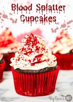 These Easy Spooky Blood Splatter Cupcakes look like they were part of a crime scene and they're dying to be a part of your Halloween!! Vanilla Frosting For Cupcakes, Cupcake Frosting, Halloween Food For Party, Halloween Treats, Happy Halloween, Baked Pumpkin, Pumpkin Cookies, Splatter Cake