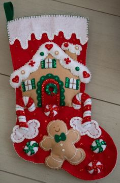 Felt Christmas Decorations, Christmas Stockings, Christmas Projects, Christmas Crafts, Felt Doll Patterns, Christmas Thoughts, Stocking Tree, Christmas Accessories, Homemade Christmas Gifts
