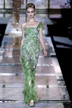 Valentino Fall 2006 Couture Fashion Show - Inguna Butane