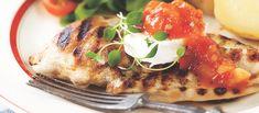 Paholaisen hillo on tomaattinen, makeantulinen hillo, joka muodostaa vuohenjuuston ja broilerin kanssa mukavan makuyhdistelmän. Kokeile myös grillipihvien lisäkkeenä.  Tämäkin resepti vain n. 2,70€/annos*. Food And Drink, Eggs, Meat, Chicken, Breakfast, Red Peppers, Morning Coffee, Egg, Egg As Food
