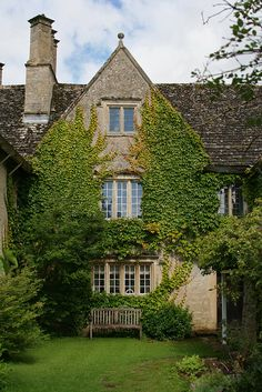 CURB APPEAL – Ivy House, Oxfordshire, England photo via thebeauty