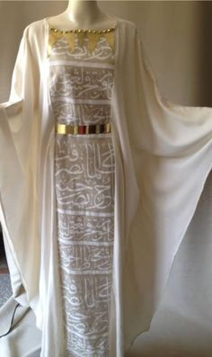 Luv the kaftan but minus the calligraphy. Improper to hv calligraphy printed on clothing or accessories to be worn