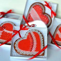 Adina – medovníky – Dekoratívne a umelecké ručne zdobené medovníky Gift Wrapping, Christmas Ornaments, Holiday Decor, Gifts, Home Decor, Gift Wrapping Paper, Presents, Decoration Home, Room Decor
