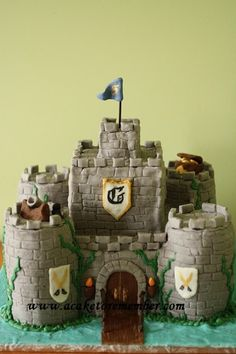 How to make towers for castle cakes. Cake decorating tutorial for castle cakes with towers.