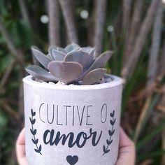 Cement Crafts, Clay Pot Crafts, Pottery Painting Designs, Paint Designs, Diy Flowers, Flower Pots, Painted Plant Pots, Veggie Patch, Angel Decor