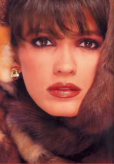 This reminds me of the Sand & Sable, Mink, and Estee Lauder ads of the very early 80's.