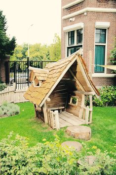 The video consists of 23 Christmas craft ideas. Backyard Fort, Backyard For Kids, Dog Houses, Play Houses, Humble House, Outdoor Toilet, House Tent, Summer House Garden, Crooked House