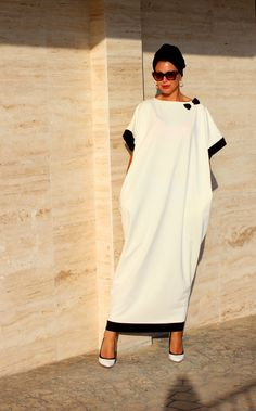 Black and off white Caftan Dress, Abaya Dress, Maxi Dress, Kaftan, Oversized… Hijab Fashion, Fashion Dresses, Elegant White Dress, Oversized Dress, Caftan Dress, Mode Hijab, African Dress, Mode Inspiration, Mode Style