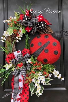 Pretty Summer Wreath Decor Ideas For Front Door 47 When most of us think of front door wreaths we think circle, evergreen and Christmas. Wreaths come in all types … Spring Door Wreaths, Easter Wreaths, Deco Mesh Wreaths, Summer Wreath, Wreaths For Front Door, Holiday Wreaths, Flower Wreaths, Holiday Ideas, Wreath Crafts