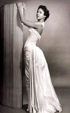Old School Glamour dress inspiration -- Dorothy Dandridge. Dorothy Dandridge, Old Hollywood Glamour, Vintage Hollywood, Classic Hollywood, Hollywood Stars, Hollywood Icons, Hollywood Actresses, Vintage Black Glamour, Vintage Beauty
