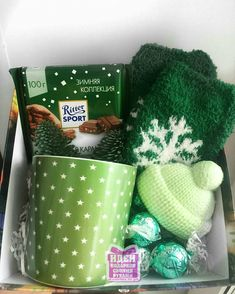 26 New Ideas for birthday box diy christmas Diy Gift Baskets, Christmas Gift Baskets, Christmas Gift Box, Simple Christmas, Craft Gifts, Holiday Gifts, Christmas Crafts, Christmas Ideas, Birthday Box