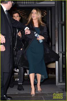 Jennifer Aniston & Justin Theroux Land in NYC Together After Short London Trip   jennifer aniston justin theroux land in nyc 05 - Photo
