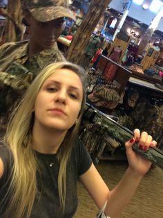 E aí manos........ Hahahaha nessa loja descobri uma nova paixão: Eu adoro armas!