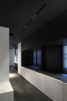 Minimalist and refined aesthetics, the Kreon showroom in Paris by Minus.