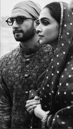 Bollywood's sweethearts Deepika Padukone and Ranveer Singh celebrated their first wedding anniversary yesterday. Style Deepika Padukone, Deepika Ranveer, Ranveer Singh, Aishwarya Rai, Bollywood Couples, Bollywood Stars, Bollywood Celebrities, Bollywood Actress, Dipika Padukone