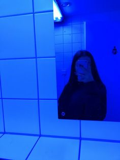 This Story Behind Blue Aesthetic Will Haunt You Forever! Aesthetic Colors, Aesthetic Grunge, Aesthetic Pictures, Aesthetic Girl, Tumblr Profile Pics, Photos Tumblr, Insta Profile Pic, Tumblr Photography, Girl Photography Poses