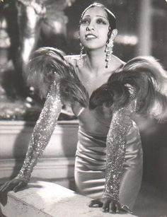 Josephine Baker (June 1906 – April was an American-born French dancer, singer, and actress. Born Freda Josephine McDonald in St. Missouri, Josephine later became a citizen of. Vintage Glamour, Glamour Hollywoodien, Vintage Beauty, Vintage Vogue, 1920s Glamour, Josephine Baker, Old Hollywood, Hollywood Glamour, Classic Hollywood