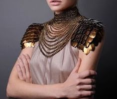 Awesome decoration/sort of armor for a fantasy setting. Mode Inspiration, Character Inspiration, Character Design, Tribal Fusion, Festival Looks, Chainmaille, Mode Style, Larp, Costume Design