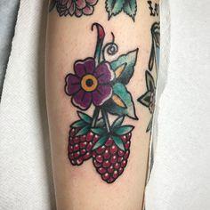 Sweet Tattoos, Cute Tattoos, Leg Tattoos, Cover Tattoo, S Tattoo, Strawberry Tattoo, Fruit Tattoo, Food Tattoos, Tatuaje Old School