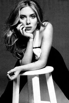 "Scarlett Johansson's new band ""The Singles"""